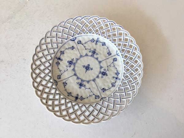 Vollspitze / Full Lace: Teller mit Korbrand, 23,5 cm - Antikes Einzelstück