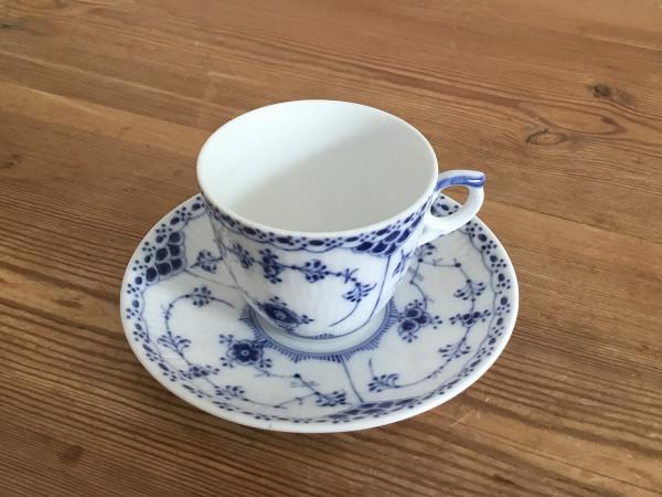 Halbspitze / Half Lace: Kaffeetasse, klein mit Untertasse