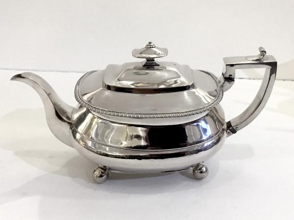 Alice & George Burrows: Teekanne