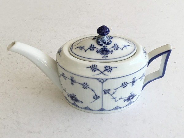 Musselmalet / Blue Fluted: Teekanne,seltene ovale Zylinderform, Einzelstück!
