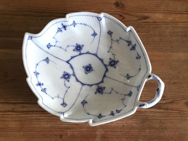 Musselmalet / Blue Fluted: Schale, Blattform, antikes Einzelstück