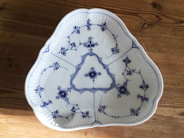 Musselmalet / Blue Fluted: Platte, dreieckig