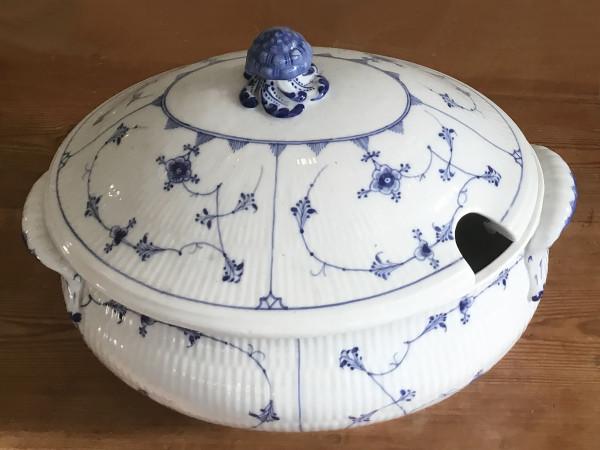 Musselmalet / Blue Fluted: Ovale Suppenterrine, seltene bauchige Form, antikes Einzelstück!