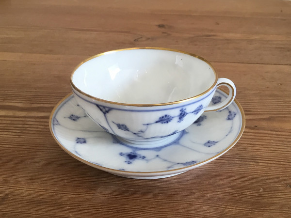 Musselmalet / Blue Fluted: Kleine Teetasse mit Goldrand