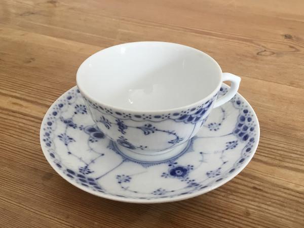 Halbspitze / Half Lace: Teetasse, klein mit Untertasse