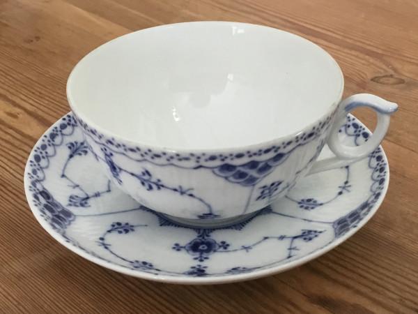 Halbspitze / Half Lace: Teetasse, groß, mit Untertasse