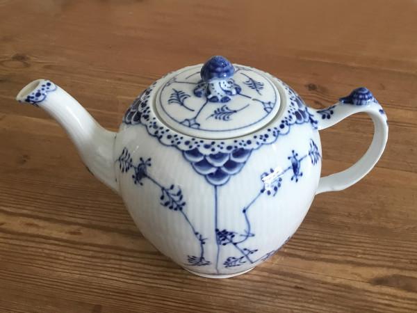 Halbspitze / Half Lace: Teekanne, medium